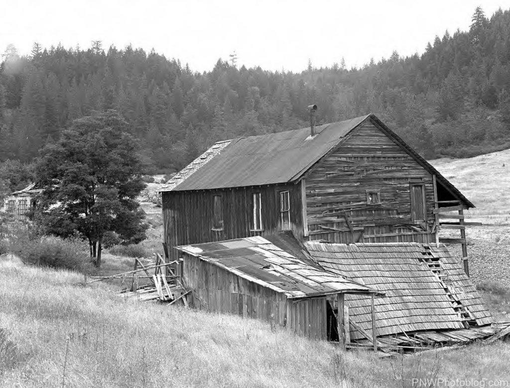 Ruined barn in Waldo Oregon