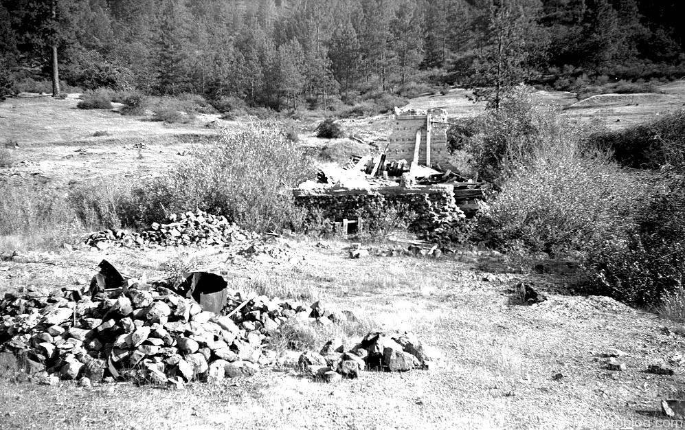 Unknown ruins in Waldo Oregon, 1954